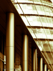 Golden Pillars (gibel49) Tags: colore v londra architettura oro colonne vetro linee