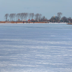 Different view of Zuiderwoude from the frozen lake Kerk Ae (Bn) Tags: blue winter sunset sun white lake snow playing cold holland ice boys netherlands colors dutch amsterdam geotagged frozen geese zonsondergang topf50 natural horizon skating wide hans freezing 7 nostalgia enjoy zon kerk skates ae graden colder waterland slee kou ijs schaatsen weer koud monnickendam holysloot hendrick brinker elfstedentocht broek tafereel koek ransdorp wijds 50faves vriezen natuurijs zuiderwoude weilanden uitdam buikslotermeer avercamp waterlandoost zopie ijzers hockeyen avercamps geo:lon=5024271 geo:lat=52428764