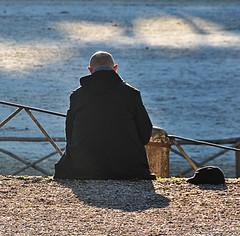 bald head in the winter sunshine (montel7) Tags: shadow ombra bald cap calvo controluce berretto