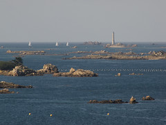IMG_6890 (cambeg) Tags: mer france nature eau bretagne maritime phare plaisance voiliers lieu brhat arcouest moyendetransport btimentconstruction