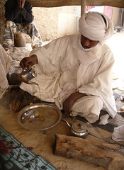 Tea (Michael from Mountains) Tags: tea jewelry mali timbuktu selling tuareg timbuctou ceremomy tamishek