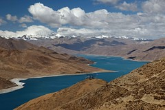 Yamdrok lake - Tibet (Sophie et Fred) Tags: china mountain lake montagne landscape lac 中国 paysage chine 西藏 yamdrok flickrduel