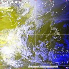 """ประกาศกรมอุตุนิยมวิทยา """"พายุฤดูร้อน""""  ฉบับที่ 18 ลงวันที่ 05 เมษายน 2557        บริเวณความกดอากาศสูงกำลังค่อนข้างแรงยังคงแผ่ลงมาปกคลุมประเทศไทยตอนบน ประกอบกับคลื่นกระแสลมตะวันตกได้เคลื่อนเข้ามาปกคลุมภาคเหนือ ลักษณะเช่นนี้ ทำให้บริเวณประเทศไทยตอนบนมีพายุฤด"""