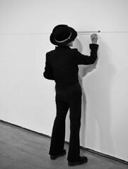 Yoko-Ono_Lerro hau zirkulu handi-handi baten parte da-Esta l+¡nea forma parte de un gran c+¡rculo_Guggenheim-Bilbao_2014