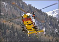 Atterrissage du Dragon 74 aux Bois (wilphid) Tags: montagne alpes secours chamonix montblanc hautesavoie hlicoptre scuritcivile dropzonedesbois