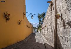 Yanahuara (Arequipa) (Gelert, el eterno aprendiz) Tags: flores peru canon calle nieve arequipa macetas volcan piedra yanahuara