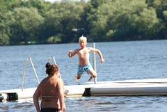 Sude (cocozool2005) Tags: voyage lake nature lac libert enfant saut sude