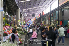 "Mercado • <a style=""font-size:0.8em;"" href=""https://www.flickr.com/photos/7515640@N06/6785342416/"" target=""_blank"">View on Flickr</a>"