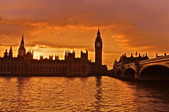 Domani  un altro giorno / Tomorrow is another day (AndreaPucci) Tags: uk sunset london westminster tramonto day cloudy housesofparliament bigben londra regnounito westminsterbridge canonefs1022mmf3545usm canoneos60 saariysqualitypictures andreapucci