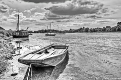 Fishing boat (Bumbus) Tags: france autofocus wow1 wow2 wow3 wow4 icapture wow5 chaumontsurloire boatsecl