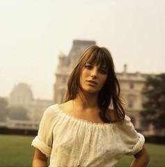 Jane Birkin devant le Louvre a Paris en 1969.Jane Birkin (Oveja Negra Blog) Tags: paris 1969 jane louvre actress actor devant comedien comedienne birkin comediencomedienneactoractress
