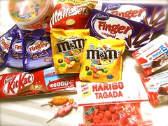 Bonbons & chocolats 2238 (bernard-paris) Tags: finger mm kitkat bonbon haribo chocolat maltesers sucette fraisetagada