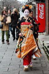 Encounter (Teruhide Tomori) Tags: japan kyoto photographer traditional maiko 京都 日本 kimono cocacola 着物 miyagawacho higashiyama 舞妓 misedashi 見世出し toshimomo とし桃