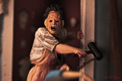 Hammer Smashed Face (3rd-Rate Photography) Tags: macro canon movie toy florida leatherface 100mm 7d figure horror jacksonville kirk screengrabs texaschainsawmassacre mezco toyphotography gunnarhansen tobehooper williamvail earlware 3rdratephotography