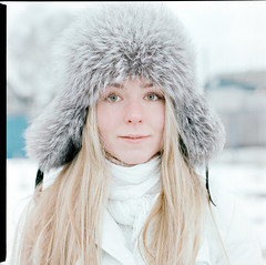 Raccoon (mafh) Tags: winter girl bronica 160nc ps80