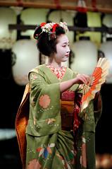 (Tamayura) Tags: 201203111903131 2012 mar yasakajinja higashiyama kyoto kansai japan maiko pontocho night nikon d3 70200mmf28gvrii