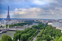 Eiffelturm hinter der Seine (Georg Hirsch) Tags: city panorama paris seine frankreich toureiffel stadt eiffelturm weltstadt metropole