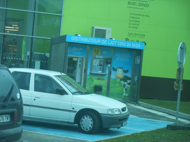 Distributeur de lait cru - 6 mars 2012 (Magasin Casino, Avenue Président Carnot - Panazol)