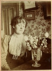 One of the Hook sisters, but which one? (whatsthatpicture) Tags: family album hook edwardian publicdomain