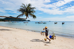 beach market (marin.tomic) Tags: travel blue sea beach water asian thailand island person boat nikon asia southeastasia waves market walk horizon palm thai tropical tropics kohtao crooked d40