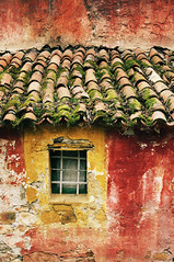 Dignitosa Rovina (bebo82) Tags: roof red house window yellow casa tetto pentax finestra giallo tiles rosso ruined rovina tegole cormons collio pentaxk20d pentaxk20