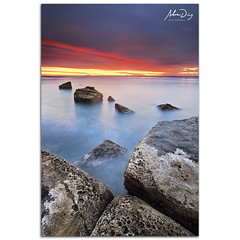 Broken pieces (alonsodr) Tags: longexposure beach sunrise dawn andaluca seascapes sony playa amanecer filter reverse alpha cdiz alonso algeciras graduated inverso marinas carlzeiss filtro largaexposicin degradado nd8 a900 alonsodr gnd8 alonsodaz alpha900 cz1635mm