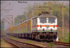 12260 Duronto Express (Raj Kumar (The Rail Enthusiast)) Tags: new 3 delhi indian loco express phase railways kolkata raj abb lhb kumar dhanbad sealdah 30280 duronto wap7 pradhankhunta