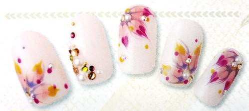 花朵凝膠指甲