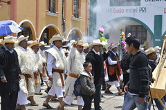 Chamulas (SOFIA SERVÍN) Tags: nikon san juan chiapas chamula tradiciones procesión raices aprobado chamulas