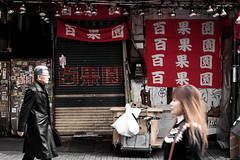 Rouge (Dan Bouteiller) Tags: street red people streets japan canon rouge eos japanese 50mm tokyo ueno streetlife streetscene 50mm14 kanji 5d canon5d japon japonais ameyoko streetshot kanjis japonaise 5d2 5dmk2