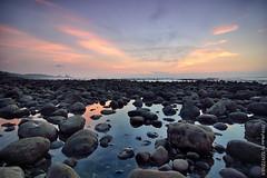 (szintzhen) Tags: sunset sky cloud reflection water rock taiwan       sunglow      newtaipeicity