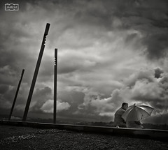 Pareja con paraguas/ Couple with umbrella (Jose Antonio. 62) Tags: blackandwhite bw espaa blancoynegro beautiful clouds umbrella spain couples nubes paraguas brilliant santander cantabria parejas