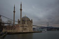 Ortaky mosque (El Chupanibre DE) Tags: city bridge building water clouds turkey cityscape istanbul mosque cami bosphorus ndfilter ortakoy bigstopper