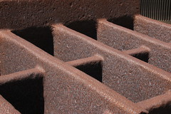 Grid (unnamedcrewmember) Tags: art station rust transformer outdoor decay kunst rusty objects hannover memory rost almut ahlem rostig conti erinnerung umspannwerk knstler hansjrgen turbinenhalle verfall objekt drausen rosebusch preussenelektra bildender breuste verlassenschaften rosenbuschweg