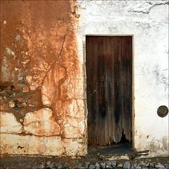 Fachada de Terena (John LaMotte) Tags: puerta porta door deterioro decayed fachada portugal infinitexposure alentejo ilustrarportugal