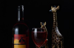 Zuid-Afrika / South Africa (Erik Minnema) Tags: glass southafrica bottle wine giraffes giraffe glas fles glassware wijn zuidafrika glaswerk