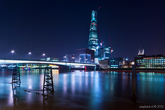 The Shard in blue / London Bridge (zzapback) Tags: city uk bridge blue red england urban west reflection london thames architecture skyscraper river de photography big rotterdam fotografie britain path united capital great sigma kingdom rob gb shard 1224mm southwark stad architectuur dg engeland londen reflectie rivier voogd wolkenkrabber hsm hoofdstad koninkrijk verenigd d700 theshard zzapbacknl robdevoogd enjoyyourdaystayawake