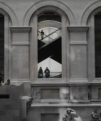 Instant du Louvre (Mr MAMAZ) Tags: nikon louvre escalator instant d90