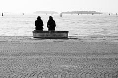 Vicine Distanze (bebo82) Tags: venice sea people blackandwhite bw water couple mare pentax seat persone acqua venezia biancoenero coppia panca pentaxk20d pentaxk20