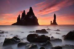 Extented Sunrise - Reynisdrangar near Vík, Iceland (orvaratli) Tags: ocean sea rock landscape iceland waves atlantic arctic splash pinnacles seastack vík seacape reynisdrangar basaltcolumns arcticphoto reynsifjara
