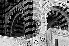 prs de la statue (carole flix) Tags: france statue architecture marseille pierre arches bonnemre blinkagain