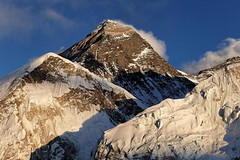 Everest just before sunset (Florent Chevalier) Tags: voyage trip travel nepal mountain canon landscape geotagged asia asie himalaya paysage khumbu himalayas himalaia  summits  himalaja sommets   solokhumbu    himalaje    himalja    himalaji himlaj