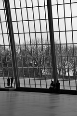 La grande salle (Clemence-e) Tags: new york city nyc windows people usa white ny black statue america us couple manhattan