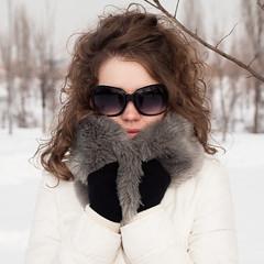 winter portrait woman white snow sunglasses olympus e30 upb strobist zd1454mmf2835