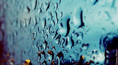 The rain. (Samira.Daouz) Tags: window rain pluie thesky when sometimes cries fentre bokrh