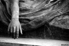 Is There A Way To Help Her? (Giancarlo Nuccio) Tags: park italy parco white black tower statue dark dead death italia torre circus finepix sicily fujifilm hd palermo statua bianco nero sculptures sicilia giochi giancarlo oscuro scultura solitudine biano nuccio giardinoinglesepalermo s2500hd nerho giancarlonuccio nerho84