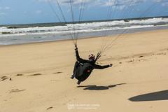 IMG_9225 (Laurent Merle) Tags: beach fly outdoor dune cte vol paragliding soaring ozone plage parapente atlantique ocan glisse littlecloud spiruline