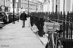 Near Primrose Hill (Natalia Lozano) Tags: street white man black london byn calle hill londres londra bnw primrose seor robado