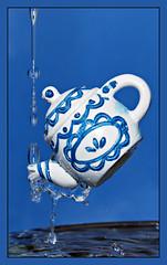 Delft's blue... (Marja*) Tags: blue macro water blauw tea delft thee