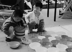 Counting Dishes for Dad (itsmarkinshanghai) Tags: china leica asia shanghai streetphotography dalian rangefinder bicycles getty washing manaquin shanghaistreets chinesechildren chinesestreets chinesetourism leicam9 shanghailanes